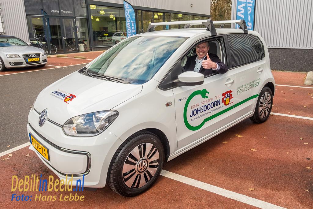 Na de korte ceremonie, vertrok Johan van Doorn met de nieuwe elektrische auto richting bedrijf