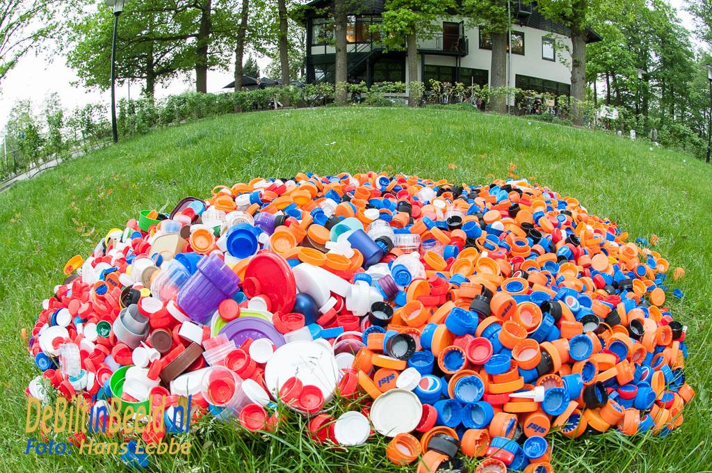 Van der Valk plastic doppen actie Blindegeleidehonden