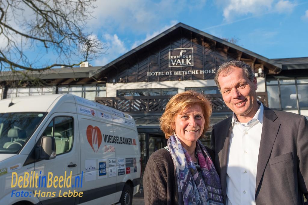 Ondernemers Els en Klaas van der Valk van de Bitsche Hoek dragen Voedselbank De Bilt een warm hart toe