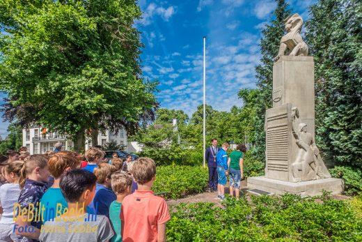 Overdracht herdenkingsmonument Groen van Prinstererschool De Bilt
