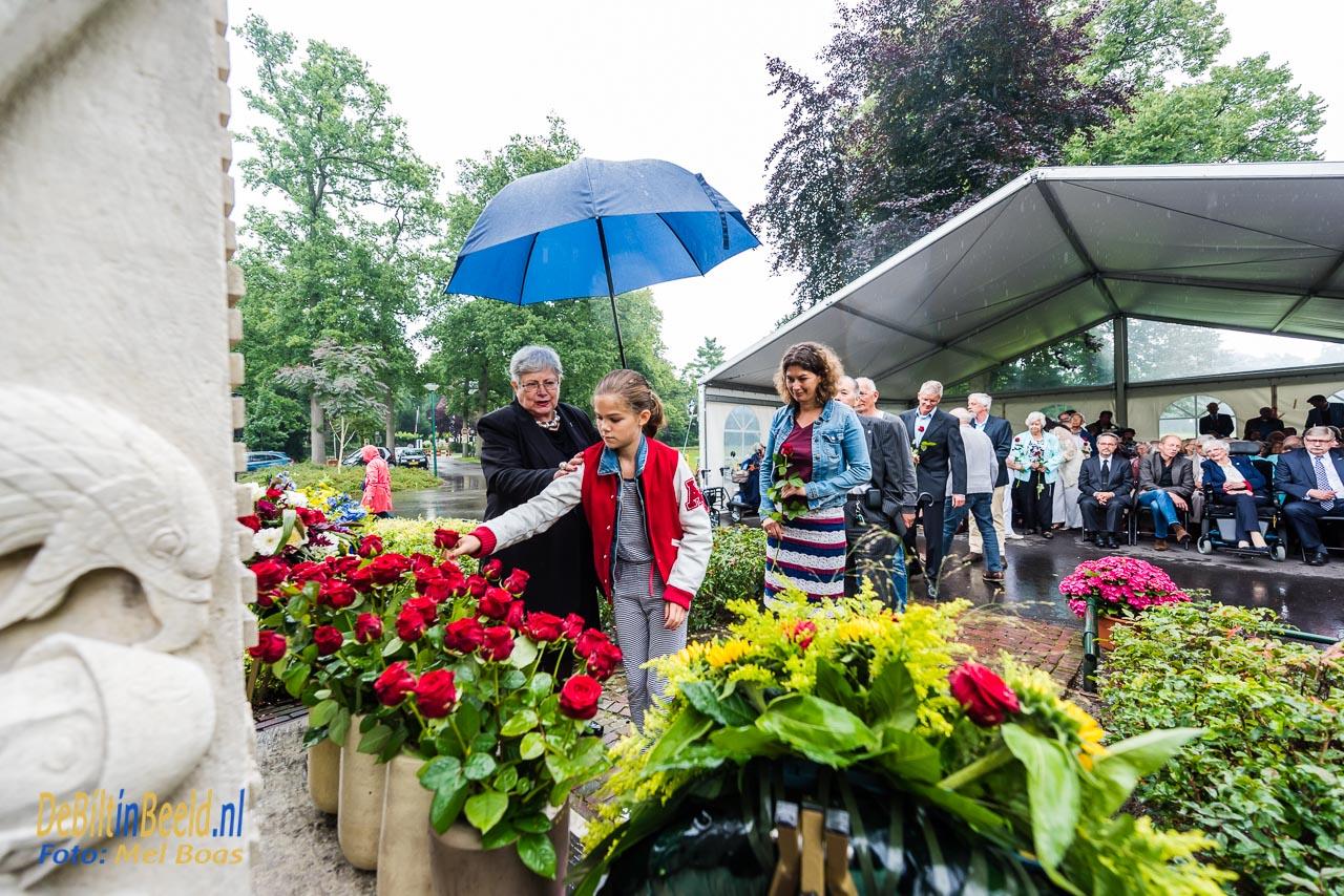 Na 72 rode rozen als herrinnering aan de 72 jaar sinds de japanse capitualatie op 15 augustus plaats Jeffrey een witte roos bij het monument op Jachtlust in de gemeente de Bilt. De witte roos verwijst naar de toekomstige generaties
