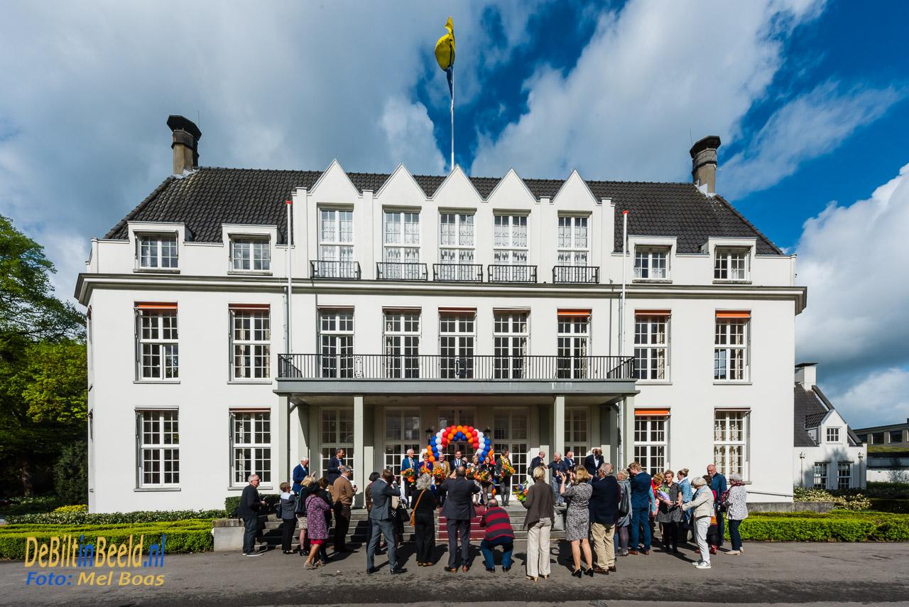 Lintjesregen in de gemeente de bilt. Op donderdag 26 april reikt burgemeester Potters om 10.00 uur in de Mathildezaal van het<br /> gemeentehuis zes Koninklijke Onderscheidingen uit aan inwoners van gemeente De Bilt.