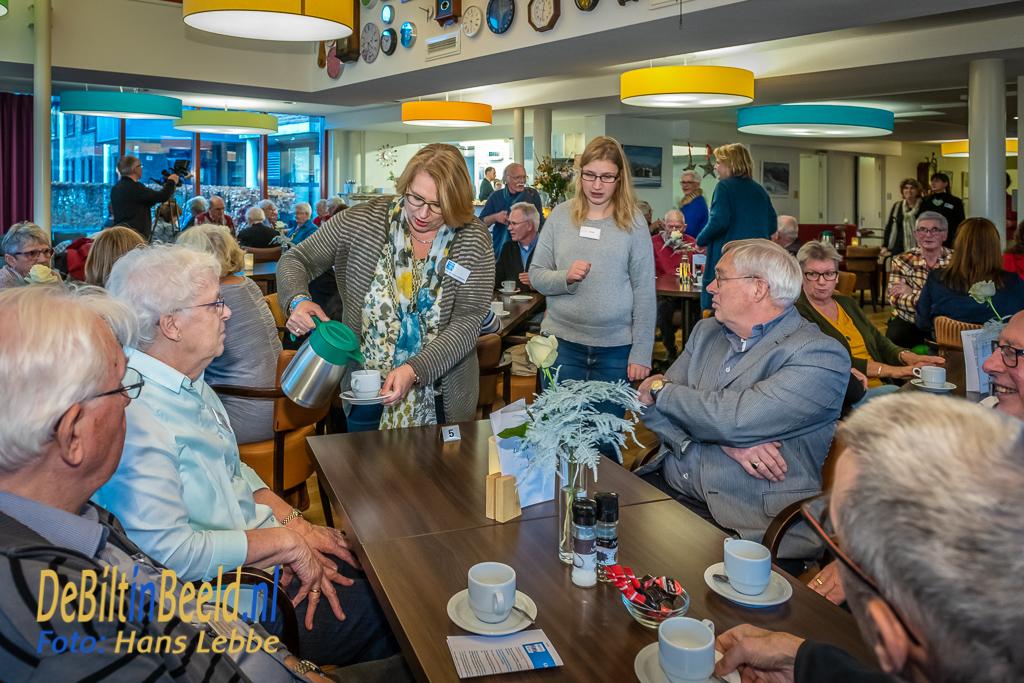 Vrijwilligers De Bilt in het zonnetje Restaruant Bij de Tijd