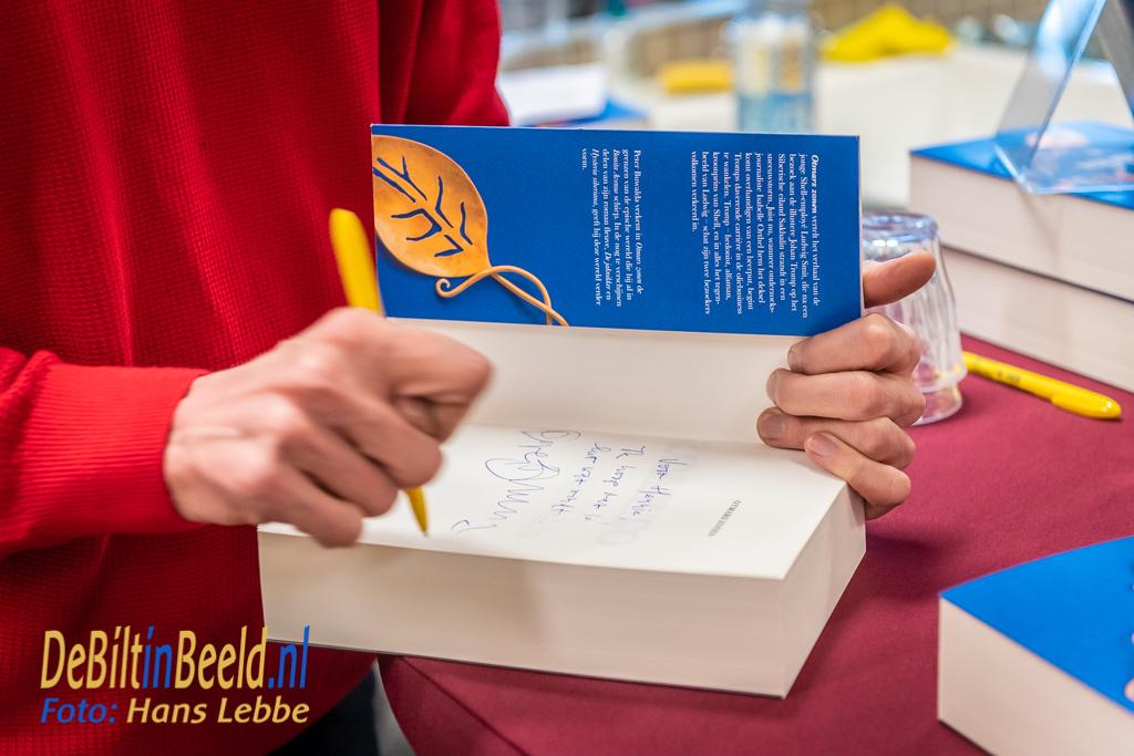 Peter Buwalda Signeert Bilthovense Boekhandel Bilthoven