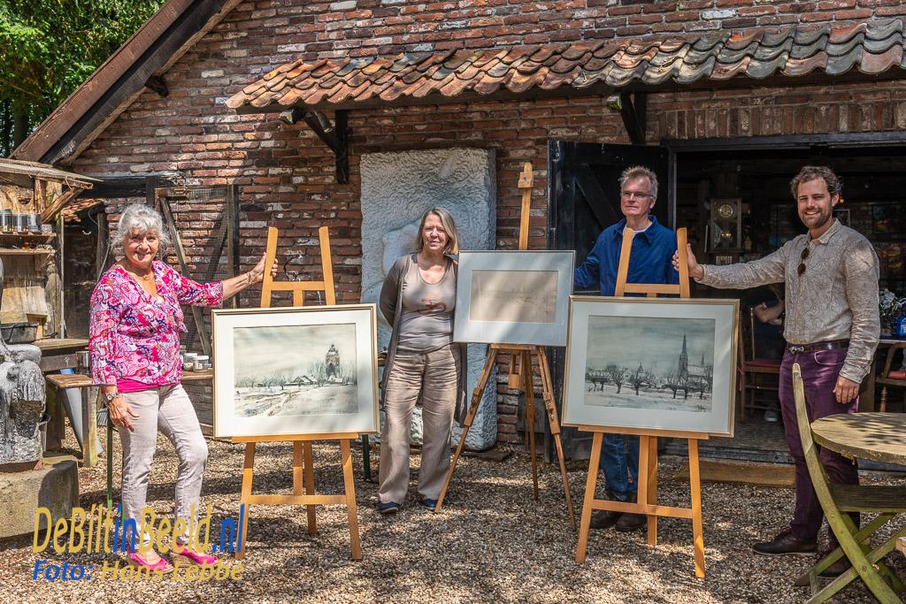 Schenking drie aquarellen aan Stichting Jits Bakker. Foto: Hans Lebbe